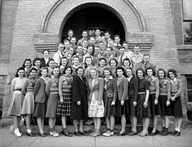 Wetaskiwin High School group photo in front of the Alexandra School building, Wetaskiwin, Alberta.