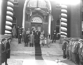 Governor-General Willingdon and his wife on the Court House steps, Wetaskiwin, Alberta.
