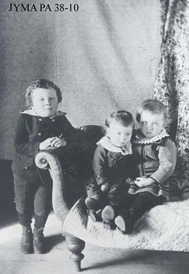 Curly Phillips as a child with his siblings Ellen and Charles.