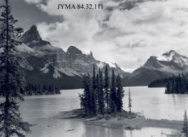 Spirit Island at Maligne Lake, Jasper National Park, Alberta.