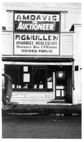 A. M. Davis the Auctioneer and R. G. Mullen Insurance, Real Estate, Notary Public.