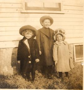 Alice, Herbert, and Hilda Colechester, in front of a house, probably Grand Manan, New Brunswick.