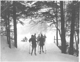 Canada. Montreal, Quebec. Ski enthusiasts enjoying the sport on the slopes of Mt. Royal / CN40