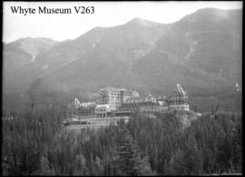 Construction of the Banff Springs Hotel