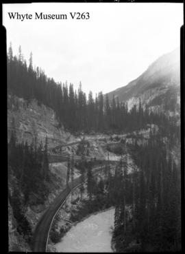 Yoho Road, switchbacks