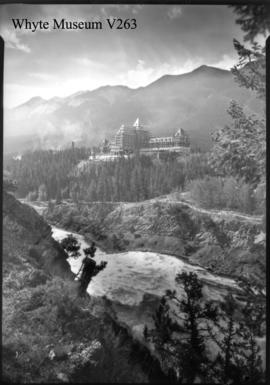Untitled : [Banff Springs Hotel]