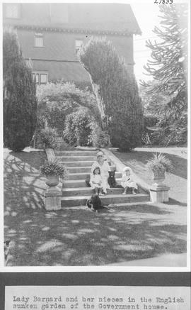 Lady Barnard and her nieces in the English sunken garden of the Government house / 27833