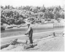 Canada. New Brunswick near St. John. Building a boat spar on the Bay of Funday near St. John / CN...