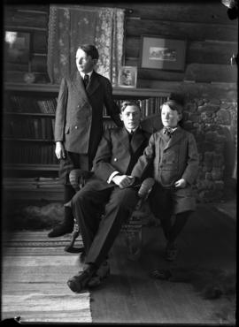 Elliott Jr., Robert and Findlay Barnes at Jumping Pound homestead, portrait