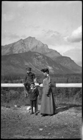 Mrs. Elliott Barnes, Elliott Jr. and Robert Barnes on Tunnel Mountain